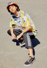 adidas Originals - BF ADICOLOR PRIMEBLUE RELAXED PANTS - Tracksuit bottoms - black - 1