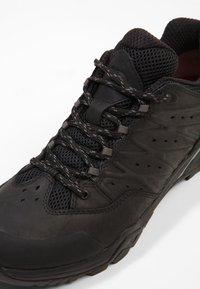 The North Face - HEDGEHOG HIKE GTX II - Hiking shoes - black/graphite - 5