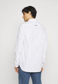 Tommy Hilfiger - SLIM FLEX DOBBY - Shirt - white - 2