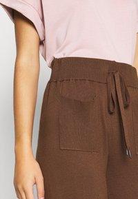 Kaffe - KALULU ASTRID PANTS - Pantalones - brown - 4