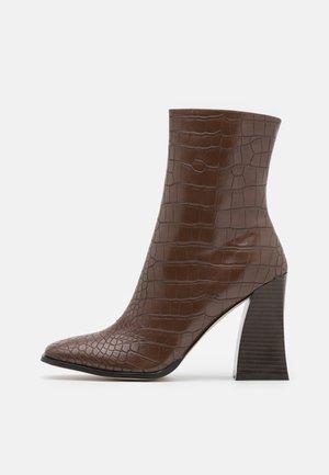 AARIVA - Kotníkové boty - brown