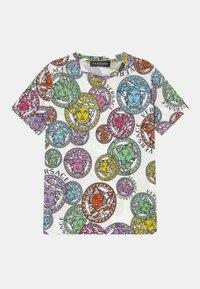 Versace - MEDUSA STAMP ALL OVER UNISEX - Print T-shirt - white/multicolor - 0