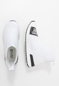 Versace Jeans Couture - High-top trainers - bianco ottico - 3
