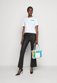 KARL LAGERFELD - MINI BALLOON LOGO TEE - Print T-shirt - white - 1