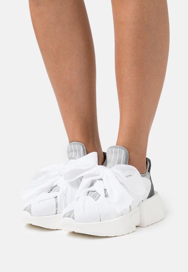 MM6 Maison Margiela - Nazouvací boty - drizzle/white