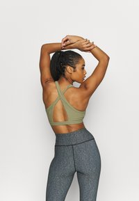 Cotton On Body - WORKOUT CUT OUT CROP - Light support sports bra - oregano - 2