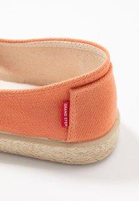 Grand Step Shoes - TIM - Espadrilles - lipstick - 2