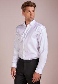 HUGO - ERONDO - Formal shirt - open white - 0