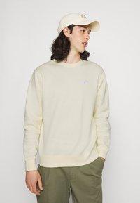 Nike Sportswear - Sweatshirt - coconut milk/white - 3