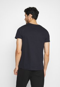 Tommy Hilfiger - CORP STRIPE BOX TEE - T-shirt con stampa - blue - 2