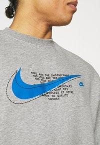 Nike Sportswear - COURT CREW - Mikina - grey heather - 3
