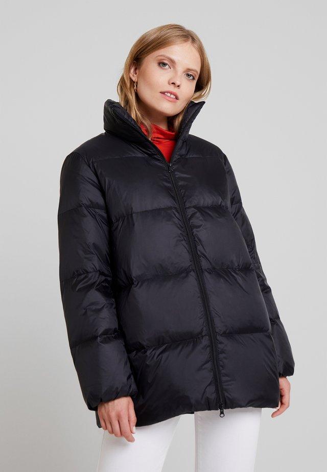 Abrigo de plumas - black