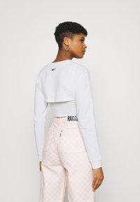Nike Sportswear - CROP  - Long sleeved top - white - 2