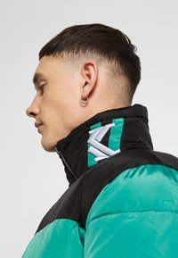 Karl Kani - BLOCK REVERSIBLE PUFFER JACKET - Winter jacket - turquoise - 4