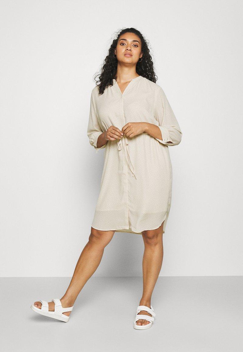 Selected Femme Curve - SLFKAMINA DRESS - Day dress - sandshell