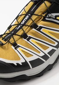 Salomon - X ULTRA 3 GTX - Hiking shoes - arrowwood/black/lemon zest - 5