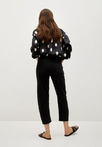 Mango - OVERSIZE  - Button-down blouse - svart - 2