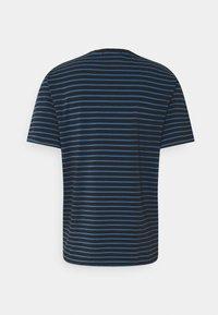 Scotch & Soda - CLASSIC CREWNECK - Print T-shirt - dark blue/blue - 1