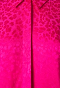 NIKKIE - FEBE - Button-down blouse - lipstick - 2