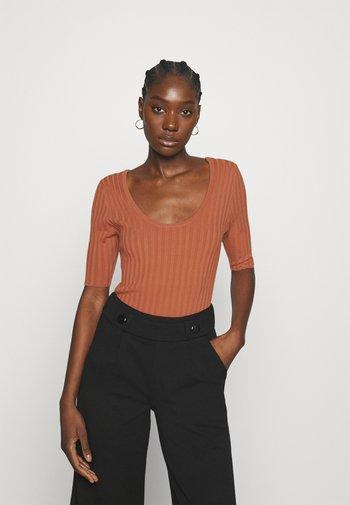 NIXIE - Print T-shirt - copper brown
