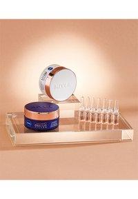 Nivea - HYALURON CELLULAR FILLER + ELASTICITY RESHAPE DAY CREAM - Crema da giorno - - - 6