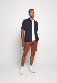 Burton Menswear London - 3 PACK - T-shirt - bas - white - 0