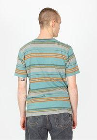 Brixton - HILT ALTON POCKET - Print T-shirt - aqua cloud wash - 2