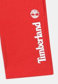 Timberland - BERMUDA  - Shorts - red - 2