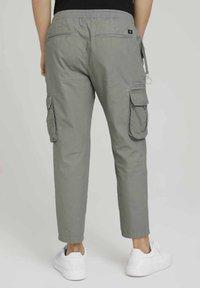 TOM TAILOR DENIM - Cargo trousers - greyish shadow olive - 2