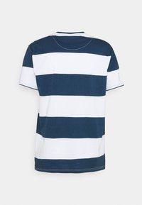 Far Afield - BOLD STRIPE - T-shirt print - ensign blue - 1