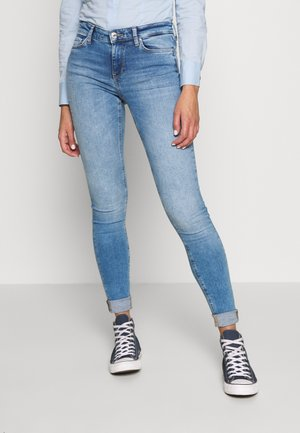 ONLCARMEN LIFE SKINNY - Jeansy Skinny Fit - light blue