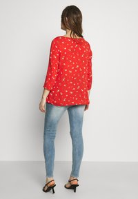 Missguided Maternity - SINNER OVER BUMP AUTHENTIC RIPPED - Jeans Skinny Fit - blue - 2