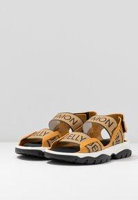 LEMON JELLY - BECKY - Sandales de randonnée - mustard - 4