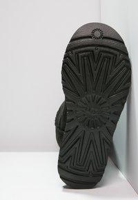 UGG - CLASSIC II - Vysoká obuv - black - 5