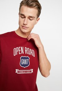 GANT - GRAPHIC  - Print T-shirt - mahogny red - 4