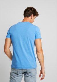 Tommy Hilfiger - LOGO TEE - Print T-shirt - blue - 2