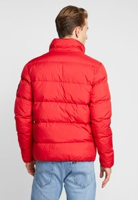 Calvin Klein Jeans - HOODED PUFFER - Down jacket - racing red - 3