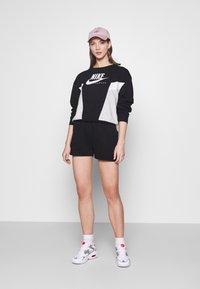 Nike Sportswear - HERITAGE CREW  - Felpa - black/grey heather/white - 1