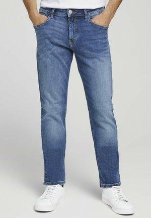 TAVIS REGULAR  - Straight leg jeans - mid stone wash denim