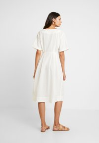 Miss Selfridge - PINTUCK BUTTON THROUGH MIDI DRESS - Robe chemise - ivory - 2