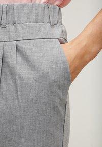 Kaffe - JILLIAN PANTS - Pantalon classique - light grey melange - 3