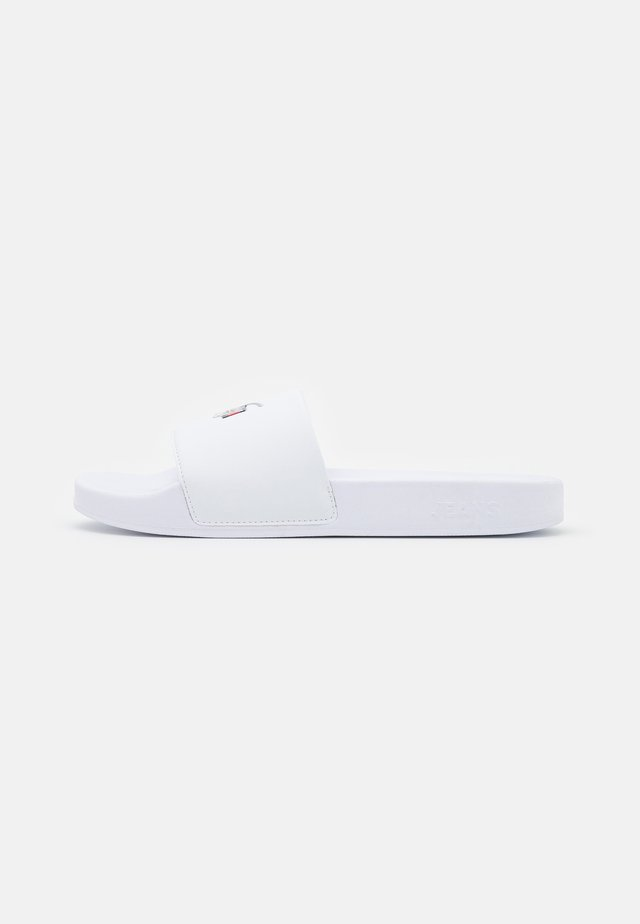 ESSENTIAL POOL SLIDE - Muiltjes - white