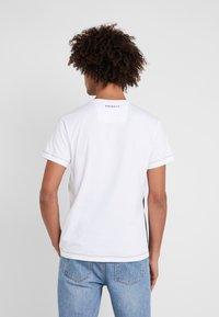 Hackett Aston Martin Racing - MULTI TEE - T-shirt z nadrukiem - navy/white - 2