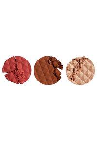 Make up Revolution - REVOLUTION X PATRICIA BRIGHT FACE PALETTE - Face palette - youare gold (medium) - 2