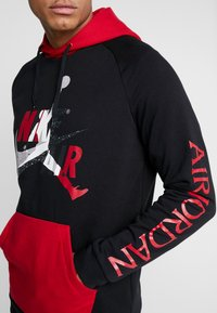 Jordan - JUMPMAN - Bluza z kapturem - black/black/gym red - 4
