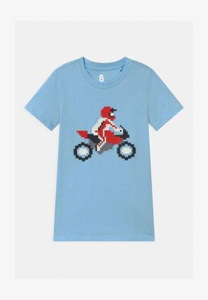 DOWNTOWN SHORT SLEEVE  - Print T-shirt - sky haze