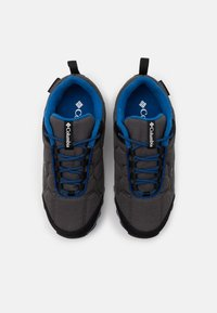 Columbia - YOUTH FIRECAMP SLED 3 WP UNISEX - Hiking shoes - dark grey/royal - 3