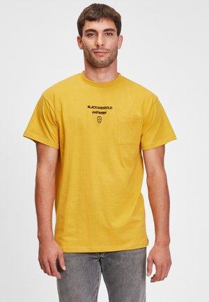 EL MELA - Print T-shirt - yellow
