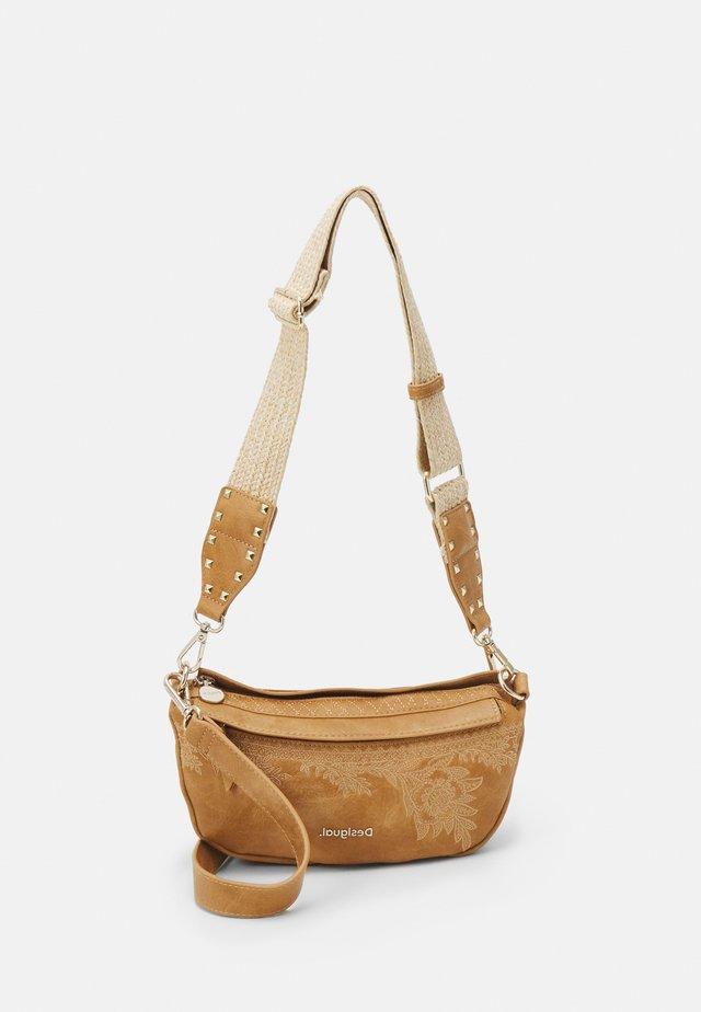 BOLS LYRICS LUISIANA MEDIUM - Across body bag - camel