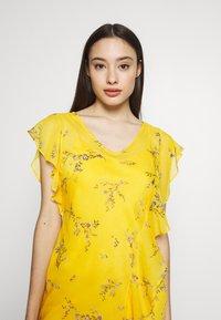 Lauren Ralph Lauren Petite - ENDINE CAP SLEEVE DAY DRESS - Day dress - true marigold/grey/multi - 4